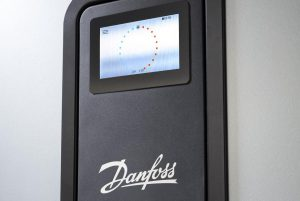 Danfoss_DHP_M_display_right-1140x763